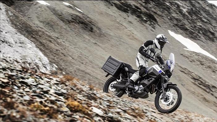 2015-Yamaha-XT660Z-Tenere-EU-Race-Blu-Action-007