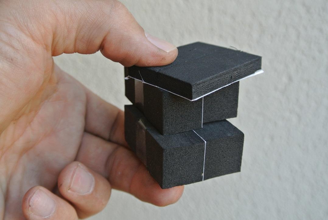 """Como la batería de litio es más pequeña, trae espuma para colocar si es preciso, quedando """"encajada"""" y sin moverse"""