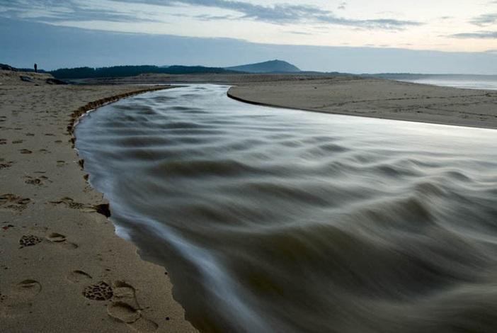 La laguna desaguando en el mar
