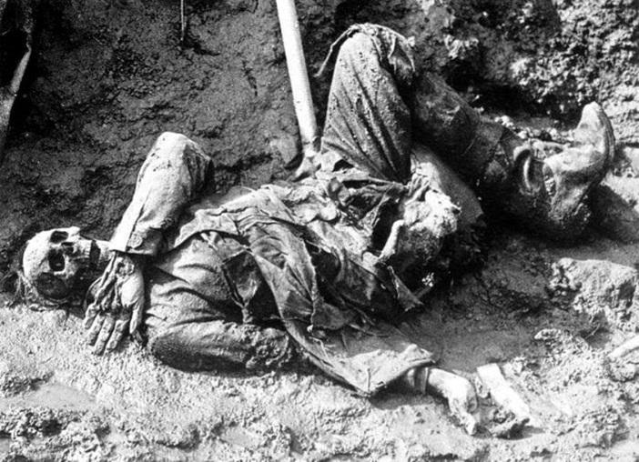 Soldado-aleman-muerto-durante-la-Batalla-del-Somme-en-la-Primera-Guerra-Mundial-PD